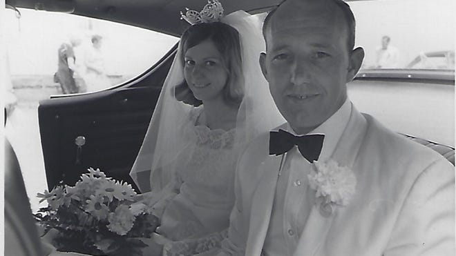Mr. and Mrs. Raleigh (Trinda Braniger) Gregory