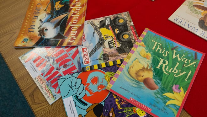 Reading Is Fundamental hosts its first 2016-17 school year event Friday with distribution of free books at Warrington Elementary School.