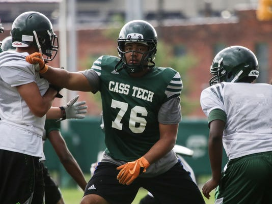636076409210829147-081716-preps-cass-tech-foot.jpg
