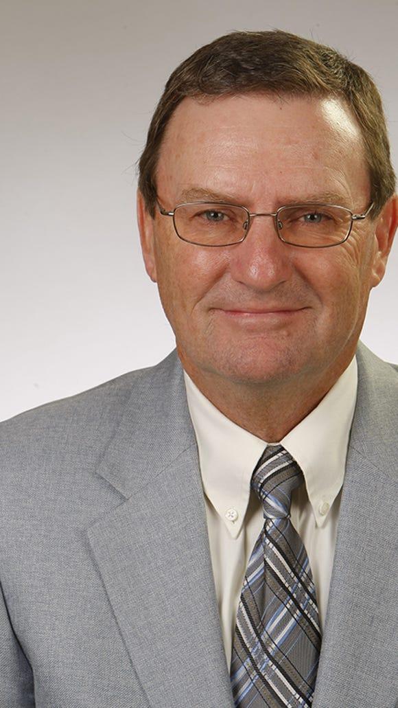Women's golf coach Tom Elfers will retire after the 2014-15 season.