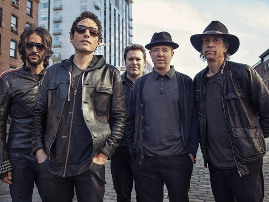 Jakob Dylan, Rami Jaffee, Greg Richling, Stuart Mathis, Jack Irons