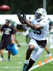 New York Jets TE Chris Herndon pulls in a pass on opening