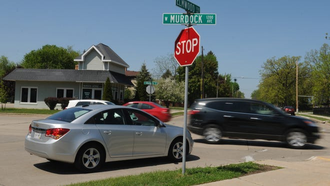 "The Oshkosh Common Council is considering putting in a ""road diet"" on West Murdock Avenue between Wisconsin and Sheridan streets as a way to try to reduce crashes at the Wisconsin Street, Vinland Street and Elmwood Avenue intersections."
