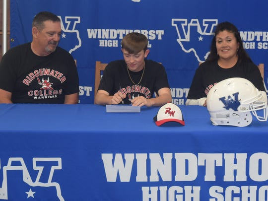 Windthorst's Broady Flach has signed to play baseball and football with Ridgewater College in Willmar, Minnesota.