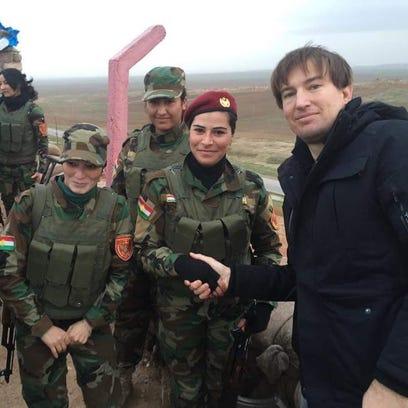 Adam Sulkowski with female Peshmerga soldiers in Kurdistan