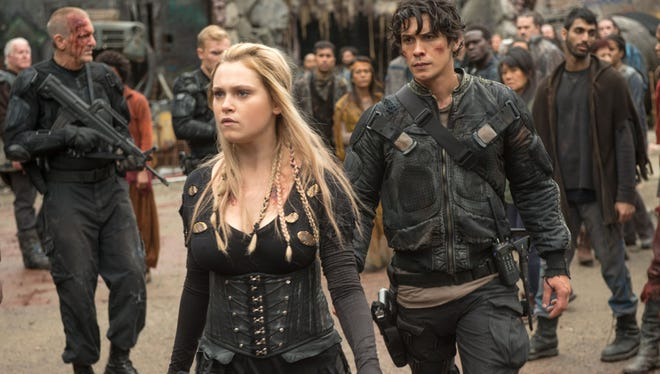 Eliza Taylor as Clarke and Bob Morley as Bellamy in CW's 'The 100.'