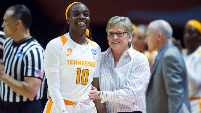 Tennessee's Meme Jackson is encouraged by Tennessee head coach Holly Warlick during the game against Oregon State in the second round of the NCAA Tournament on Sunday, March 18, 2018.