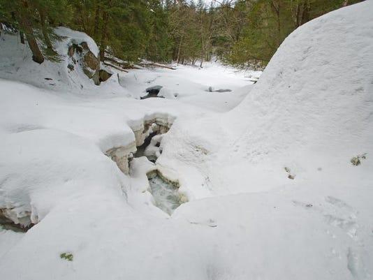 -BUR 0321 frozen water C2.jpg_20140321.jpg