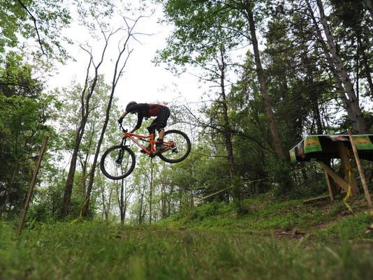 mountain bike racer 2.jpg