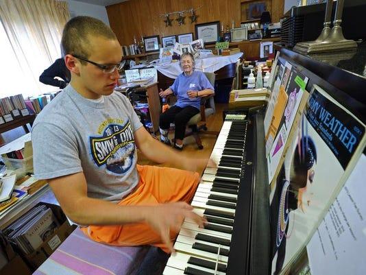 FON 061114 piano teacher gratton.jpg