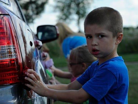 -FON 080113 car wash 0221.jpg_20130801.jpg
