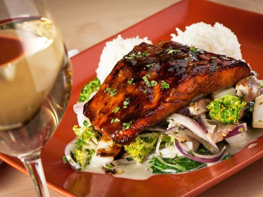 -dcn 0625 uncork summer Mr. Helsinki BBQ Salmon.jpg_20140619.jpg