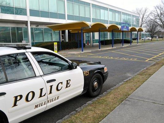-POLICE AT LAKESIDE.jpg_20131217.jpg