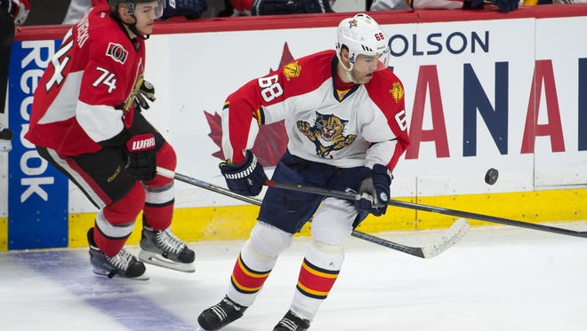 Florida Panthers right wing Jaromir Jagr (68) and Ottawa Senators defenseman Mark Borowiecki (74) battle for the puck in the third period at the Canadian Tire Centre.