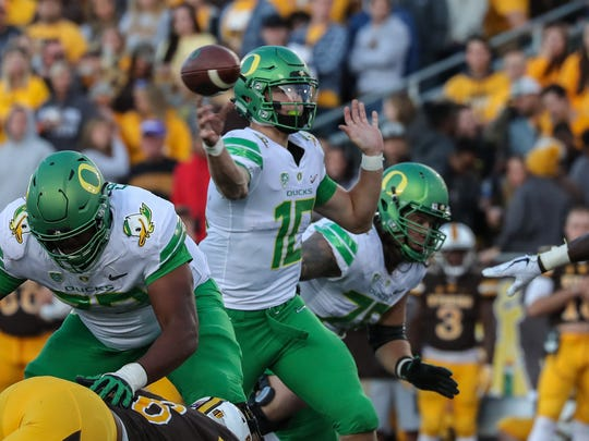 Oregon quarterback Justin Herbert throws for a touchdown