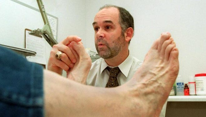 Swelling and pain in the big toes is one sign that a person has the gout.