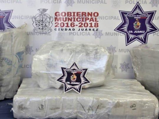 Juárez police seized 250 pounds of marijuana.