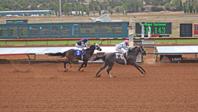 Mi Amor Secreto made a late bid on the outside and scored the fastest-qualifying time to the $68,200 Ruidoso Derby Challenge at Ruidoso Downs on Friday afternoon.