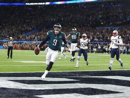 Philadelphia Eagles quarterback Nick Foles (9) catches