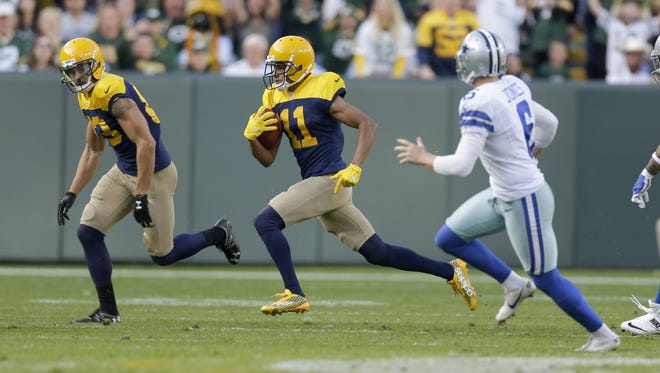 PACKERS17 PACKERS  - Green Bay Packers wide receiver Trevor Davis (11) return a punt during the 2nd quarter of the Green Bay Packers game against the Dallas Cowboys at Lambeau Field in Green Bay, Wis. on Sunday, October 16, 2016. Mike De Sisti / MDESISTI@JOURNALSENTINEL.COM