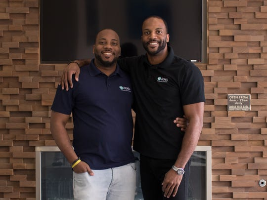 Nathan Harris (left) and his brother Saul Sutton founded Ease and developed a platform that connects freelancers and companies.