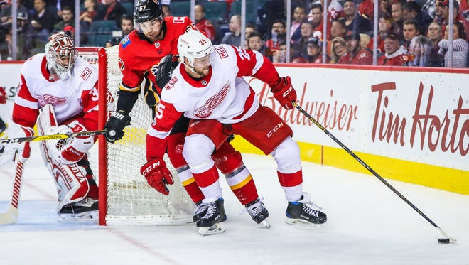 Red Wings defenseman Mike Green already has 13 assists in his first 18 games this season.