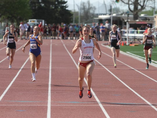 Brooke Ireland, USD, wins the 400 M race with a time