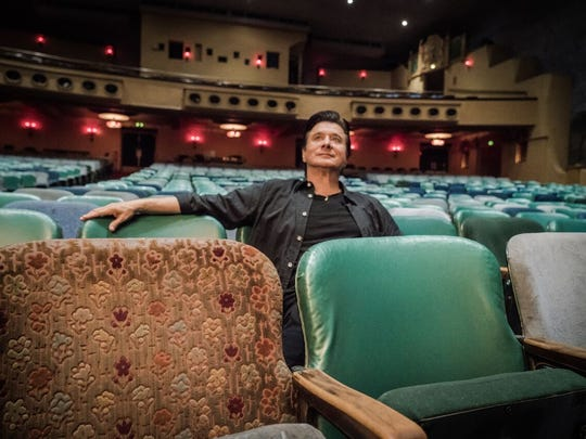 """Steve Perry recorded 15 new songs for """"Traces."""""""