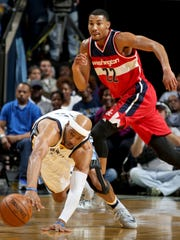 Memphis Grizzlies Vince Carter dives for a loose ball as Washington Wizards Otto Porter Jr. trails behind at FedExForum.