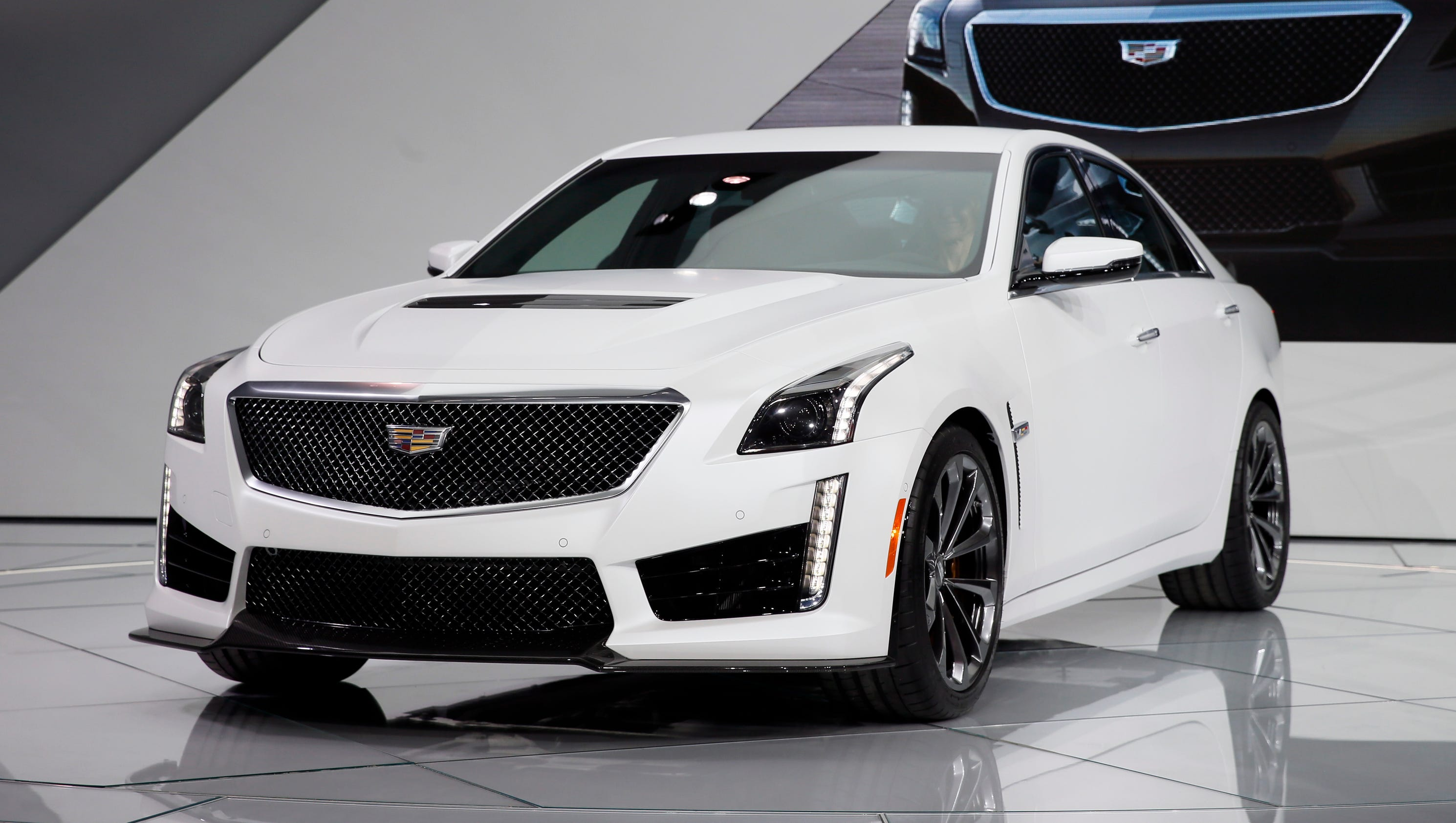 cadillac puts sky high price on hot new cts v. Black Bedroom Furniture Sets. Home Design Ideas