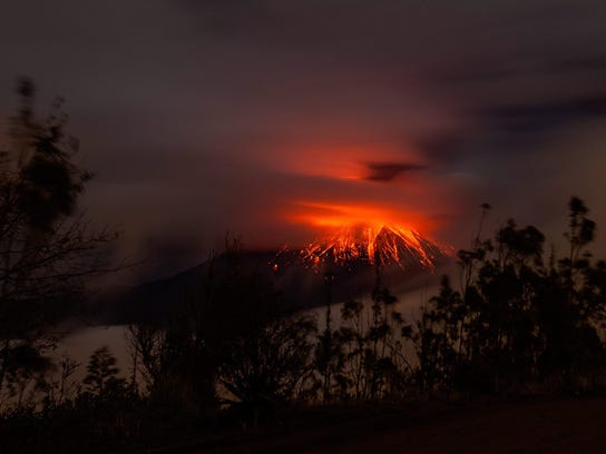 EPA_epaselect_ECUADOR_VOLCANO_ERUPTION
