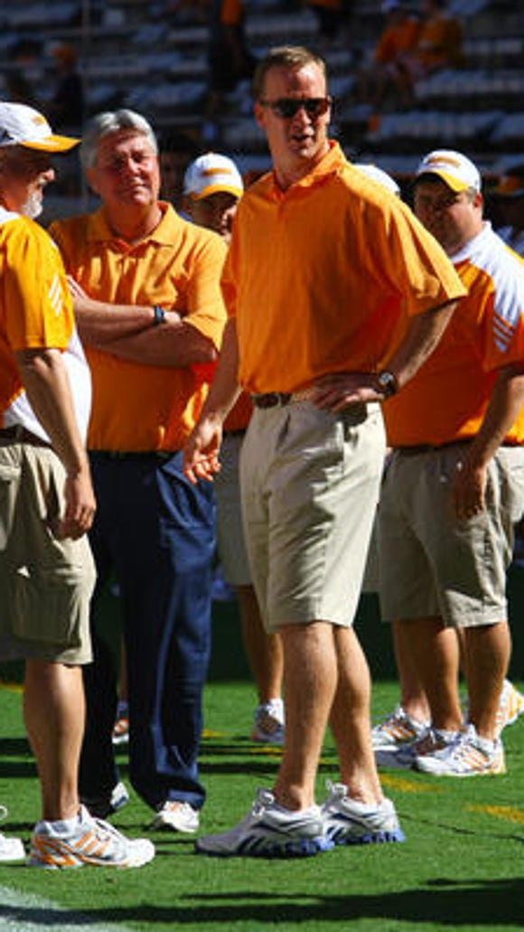 Peyton Manning visited with the Vols during their recent trip to Georgia.
