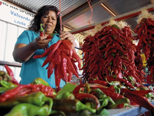 Rocil Banuelos of Hatch demonstrates how to make chile