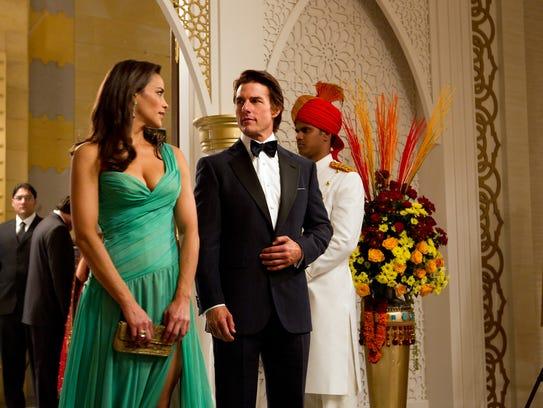 Paula Patton es Jane y Tom Cruise es Ethan Hunt en