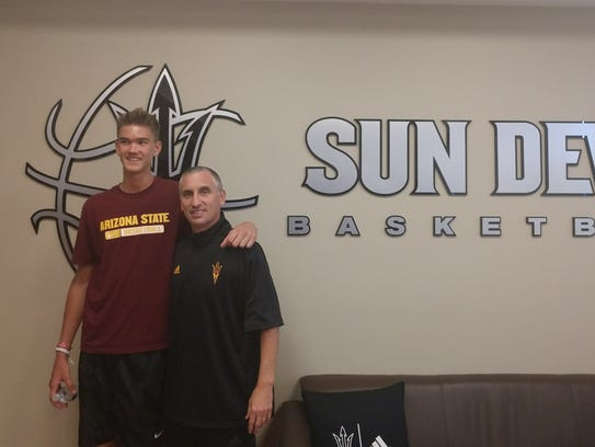 Dylan Anderson poses with Bobby Hurley.