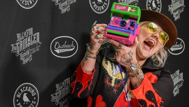 Elle King plays for the cameras on the red carpet at the All In For the Gambler tribute to Kenny Rogers at the Bridgestone Arena in Nashville, Tenn., Wednesday, Oct. 25, 2017.