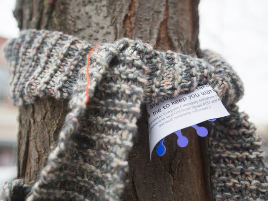 Knitting Scarves For The Homeless : Stevens point tree huggers give out scarves