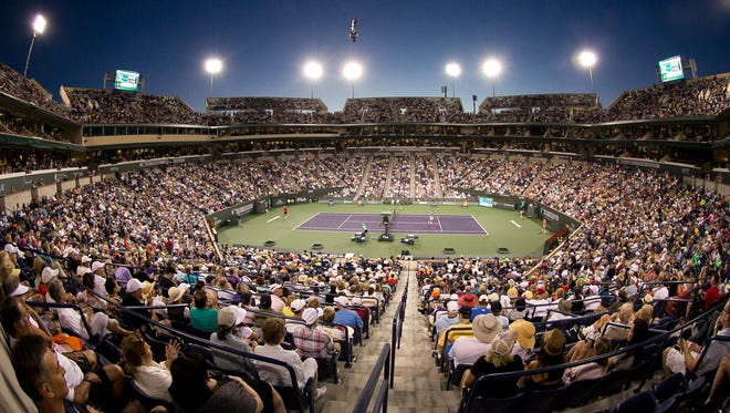 A crowd watches Roger Federer play Tommy Haas in the round of 16 at the 2014 BNP Paribas Open.