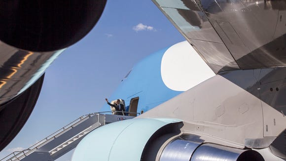 President Obama leaves on Air Force One from Phoenix
