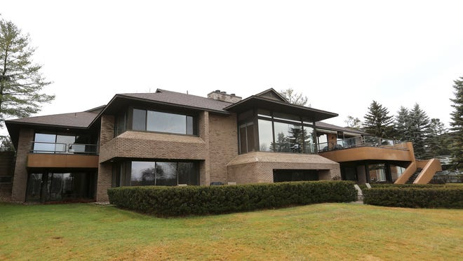 Modern design home built in 1990 by Irving Tobocman in Bloomfield Hills.