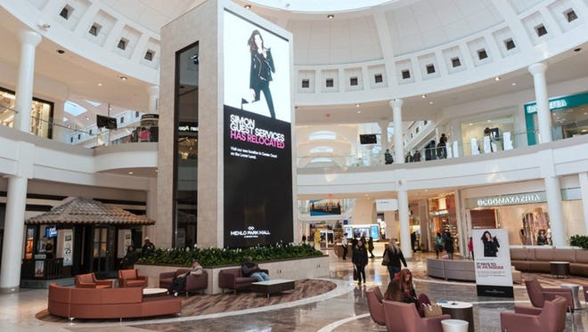 Center Court of Menlo Park Mall now features soft seating areas and a spectacular Digital Board offering full motion video, animated graphics and live RSS feed in brilliant color. The board displays a variable mix of advertising, news, sports, weather and local content.