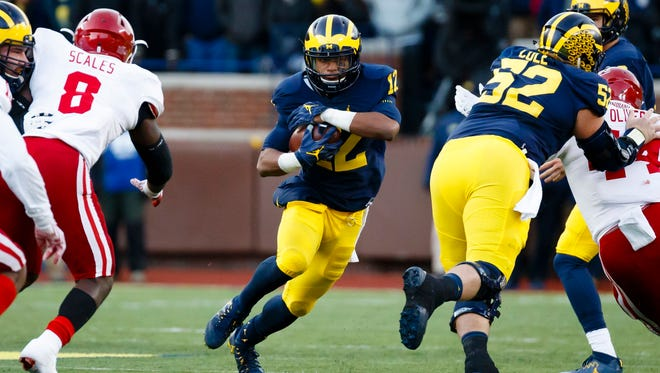 Michigan Wolverines running back Karan Higdon (22) rushes in the first half against the Indiana Hoosiers at Michigan Stadium.