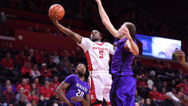 Rutgers' Mike Williams (5) goes up for a shot against Niagara.