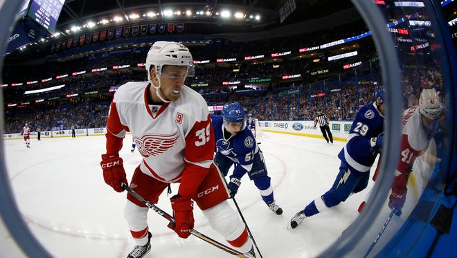 Red Wings right wing Anthony Mantha (39) and Lightning center Valtteri Filppula (51) fight to control the puck during the third period of the Wings' 4-1 loss Tuesday in Tampa, Fla.