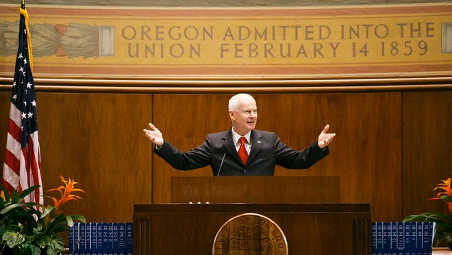 Dennis Richardson asks anyone who works for the secretary of state's office to stand and be recognized on Friday, Dec. 30, 2016, in the Senate Chamber of the Capitol.