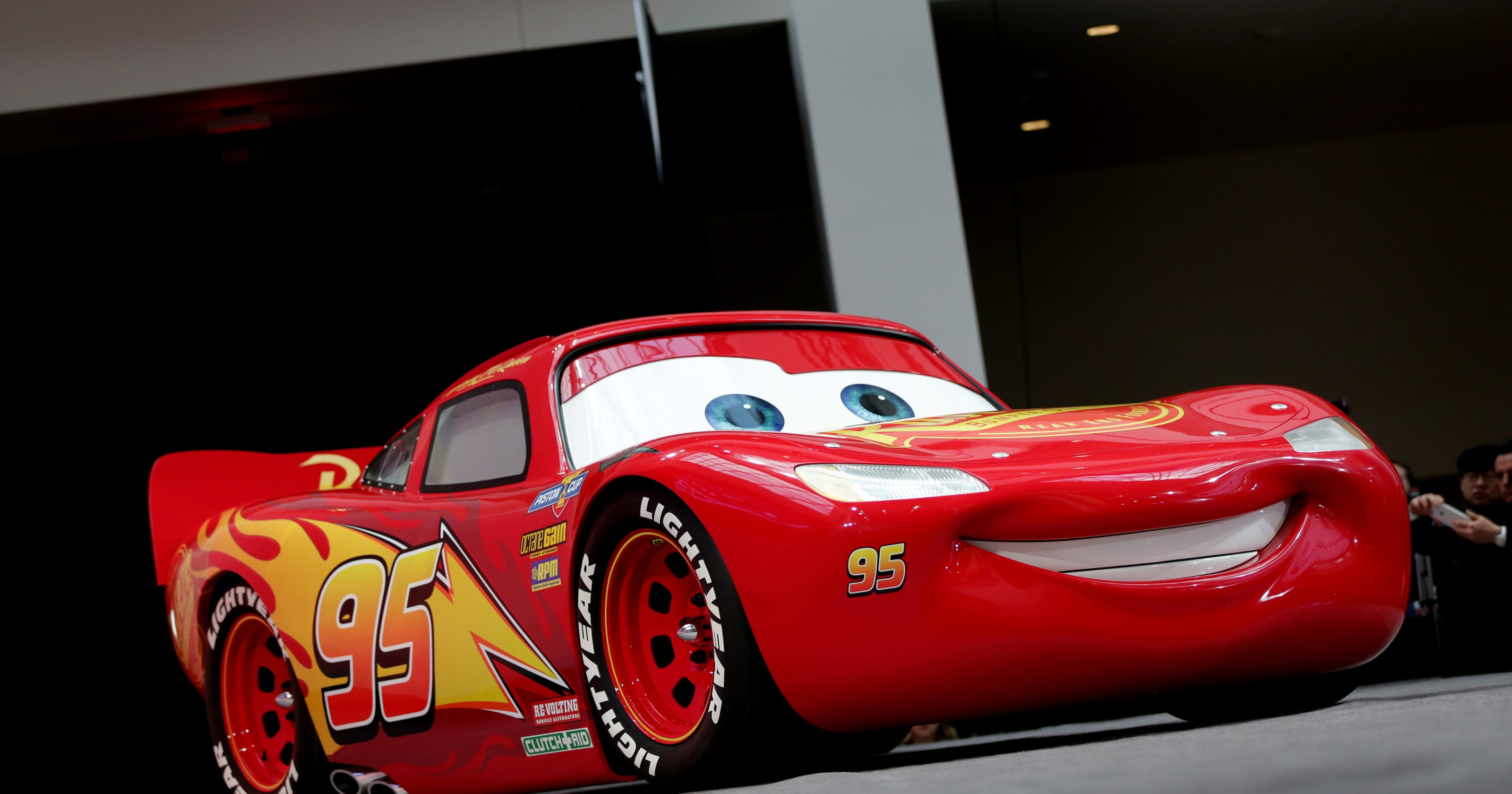 Detroit Free Press Auto >> Life Size Lightning Mcqueen Of Cars 3 Debuts At Detroit