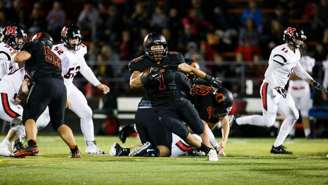 Sprague's Noah Mellen (1) carries the ball in a game against McMinnville on Friday, Sept. 22, 2017, at Sprague High School. Sprague won the game 47-7.