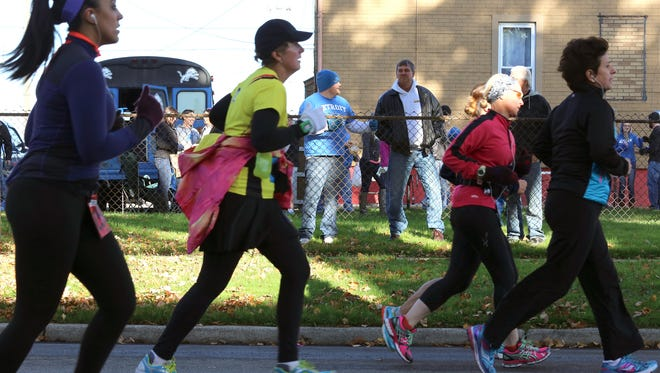 Participants of the Detroit Free Press/Chemical Bank Marathon have been put on a weather alert