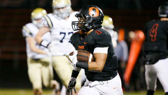 Sprague's Noah Mellen (1) carries the ball in a game against West Albany on Friday, Oct. 20, 2017, at Sprague High School. Sprague won the game 42-14.