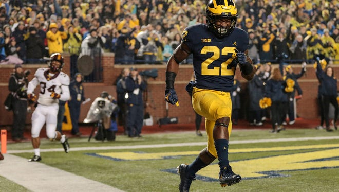 Michigan running back Karan Higdon (22) celebrates after scoring a touchdown during the first half against Minnesota at the Michigan Stadium in Ann Arbor, Saturday, November 4, 2017.